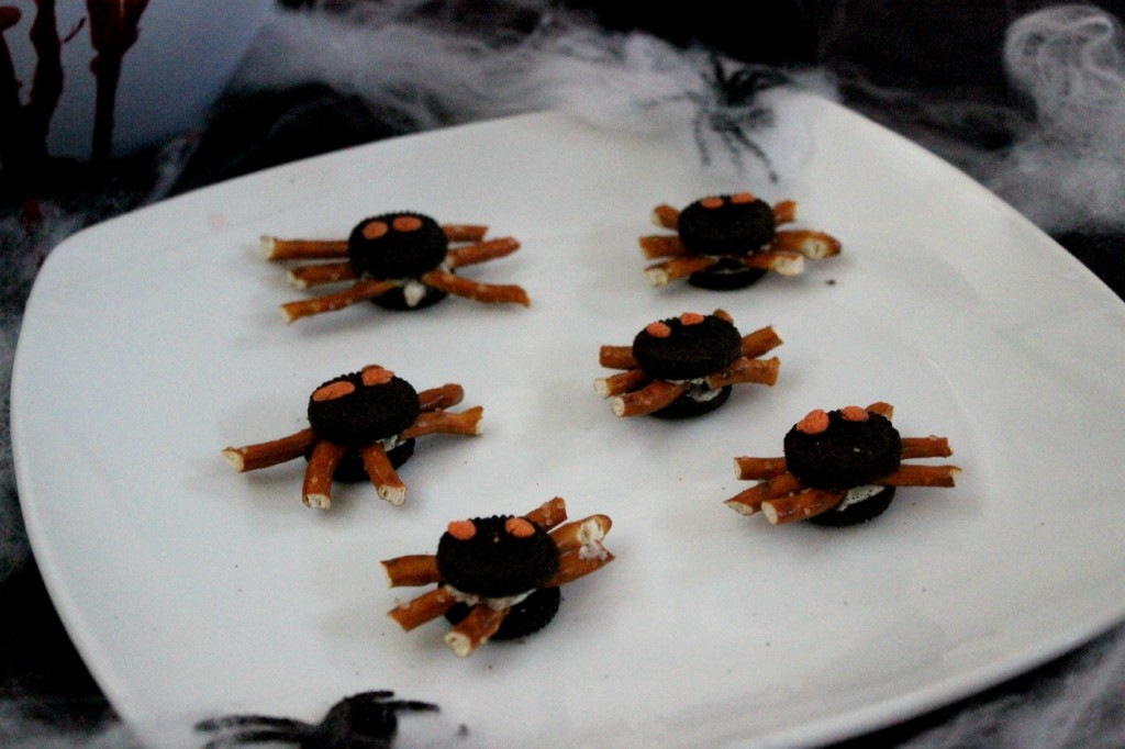 Oreo Spiders Halloween DIY Snacks.