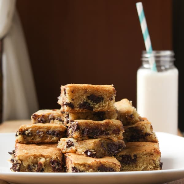 Ghirardelli Chocolate Chip Cookie Bars (6 of 6)