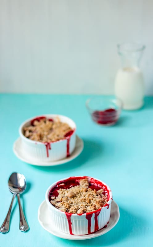 5 Ingredient Strawberry Crumble
