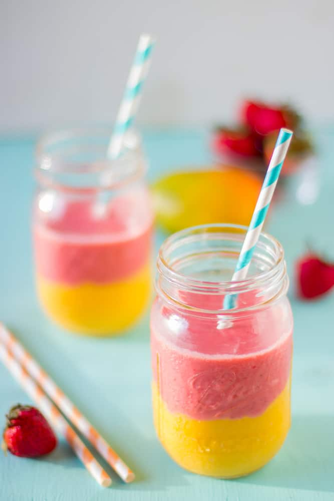 Strawberry mango smoothies in glass jars.