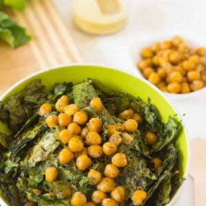 Crunchy Kale & Chickpea Salad with Lemon Poppyseed Dressing is a quick & easy to make meal that packs tons of flavour & nutrients!