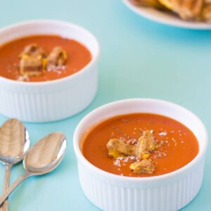 Roasted Tomato Soup with Grilled Cheese Croutons #soup #fall #wintersoups #tomato #grilledcheese