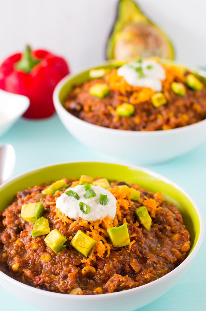 This Vegan Crockpot Quinoa and Black Bean Chili needs only 10 minutes prep then right into the crockpot! It results in a thick, filling and delicious chili. #vegan #chili #healthy #blackbean #quinoa #crockpot #slowcooker-6