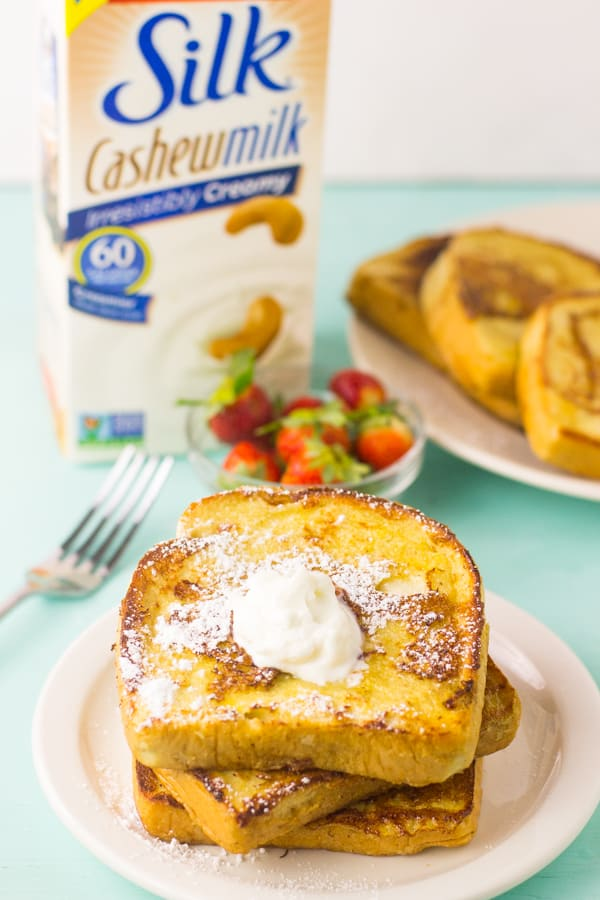 This Eggnog French Toast is an incredibly simple and easy to make Christmas breakfast that is ready in 25 minutes! via https://jessicainthekitchen.com