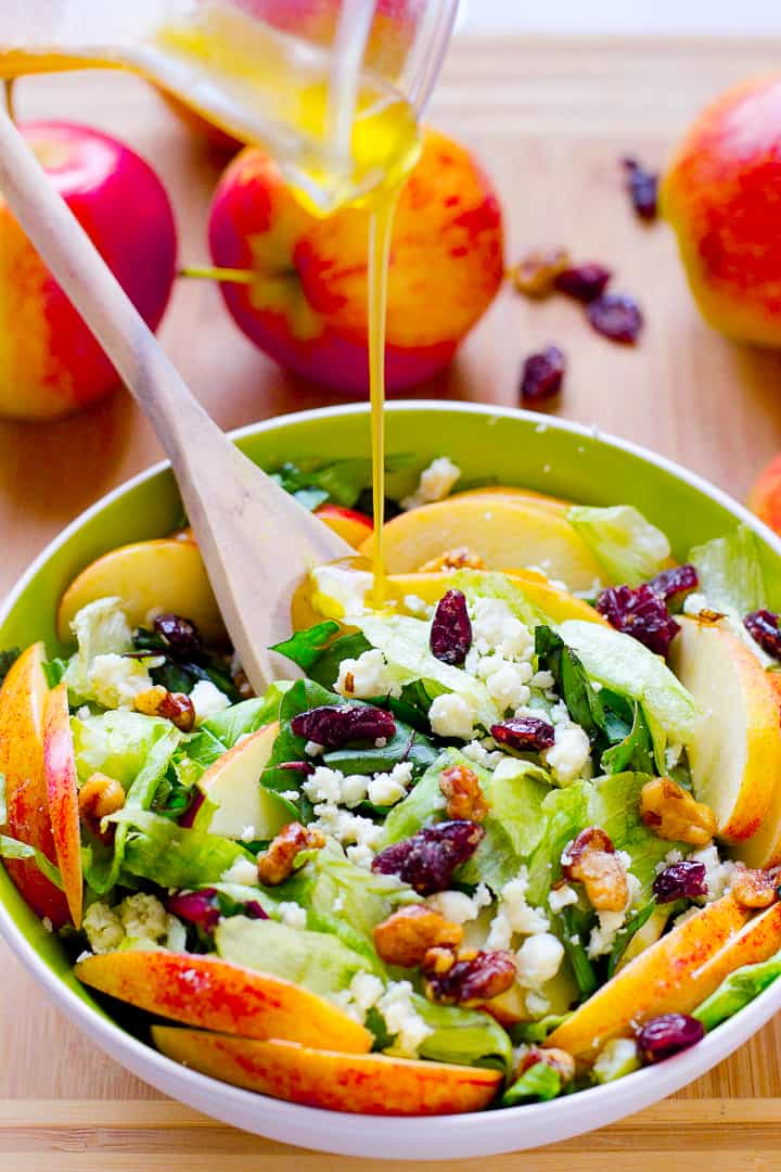This apple candied walnuts and blue cheese salad with honey apple dressing is filled with fall flavours sweet and crunchy and healthy3