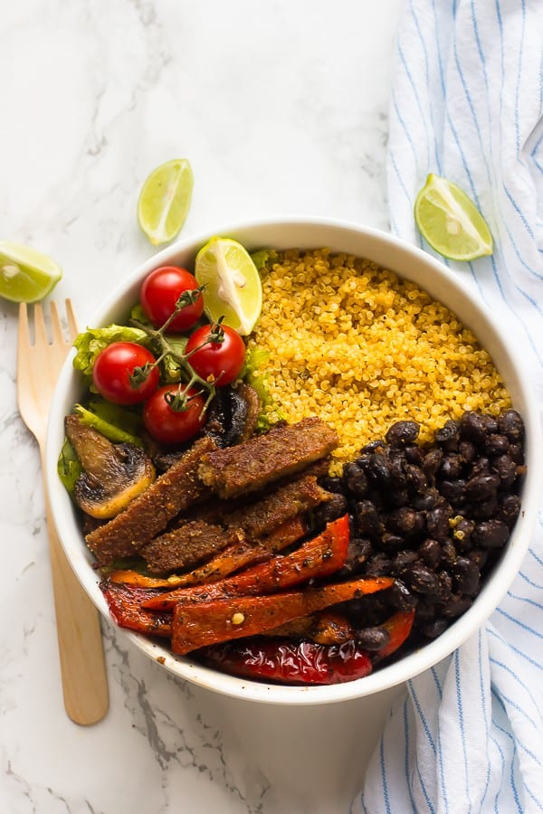 These Vegan Fajita Bowls are loaded with all your favourite fajita toppings, protein-filled and done in just 30 minutes! via https://jessicainthekitchen.com