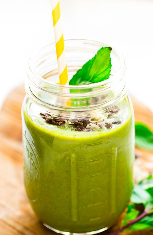 This Mint Chocolate Chip Green Smoothie is like dessert for breakfast with no guilt! It's quick, filling, nutritious and so tasty! via https://jessicainthekitchen.com
