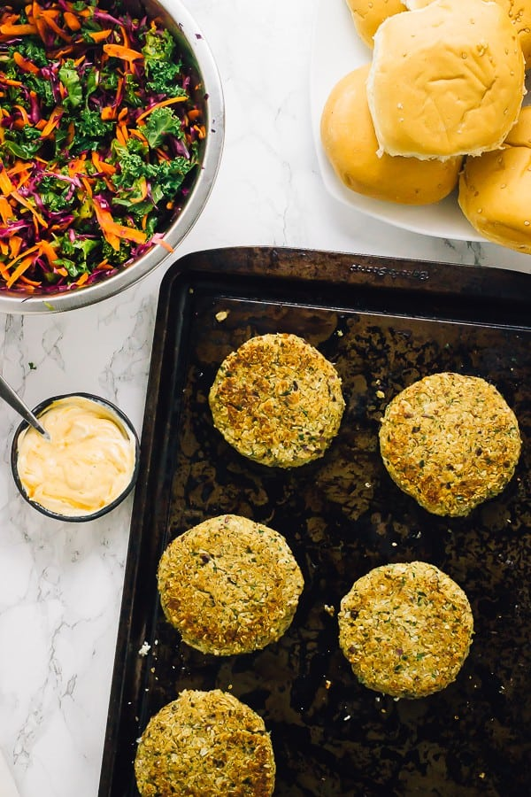 These Vegan Quinoa Cauliflower Burgers have been a HIT every time we make them! They are filling, delicious and so easy to make in large batches! via https://jessicainthekitchen.com