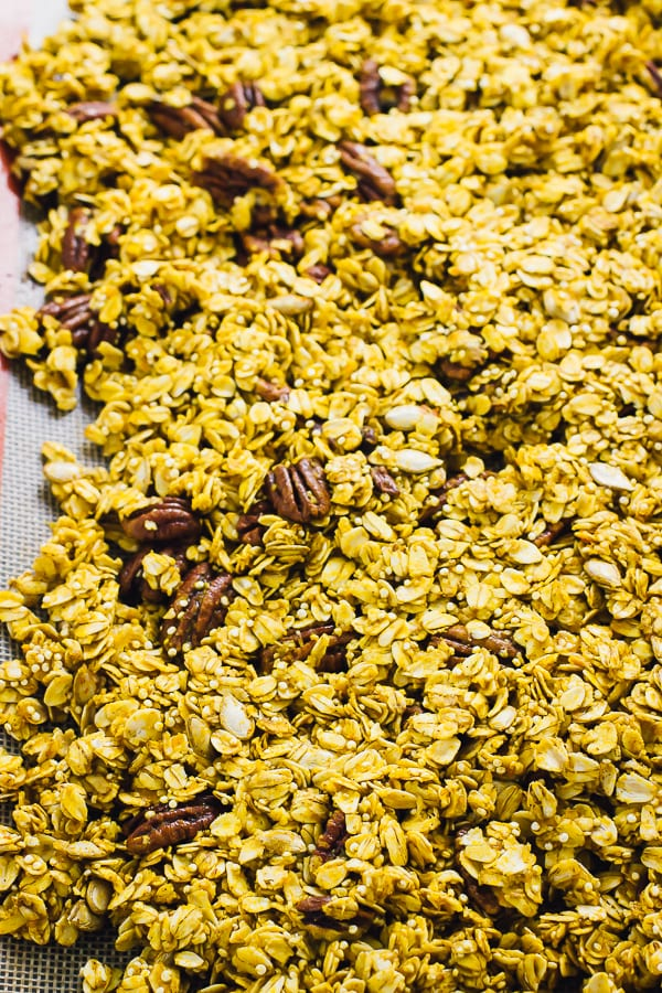 This Healthy Pumpkin Spice Granola is loaded with delicious fall flavours, made with easy ingredients and takes only 10 minutes of prep to make! via https://jessicainthekitchen.com