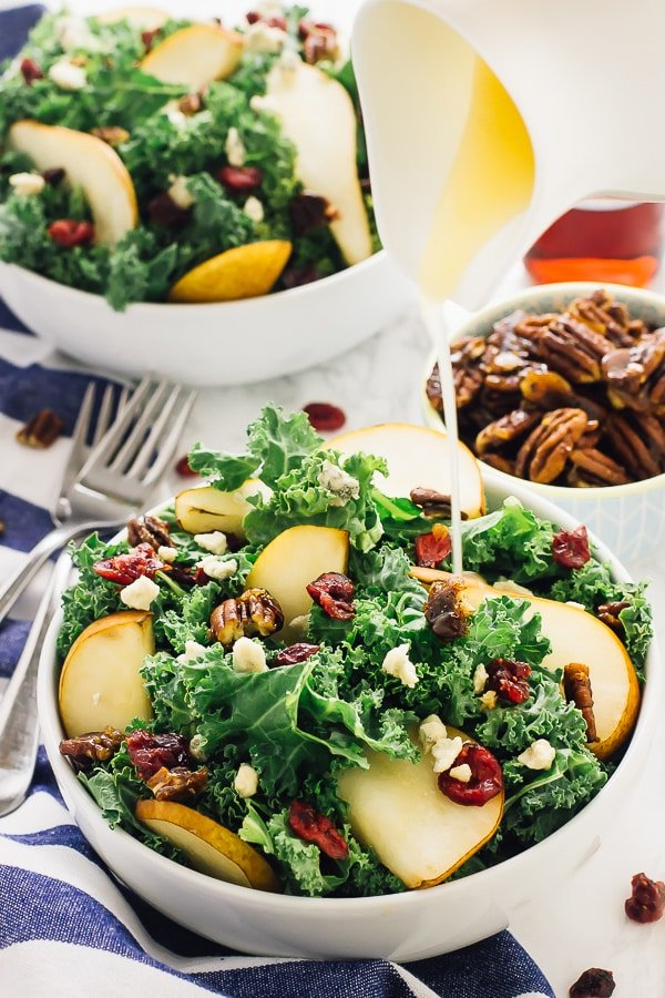 This Pear and Gorgonzola Salad with Caramelised Pecans Salad with Honey Apple Dressing is the perfect fall salad! It comes together in just 15 minutes! via https://jessicainthekitchen.com
