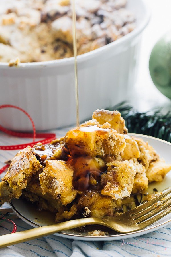 This Overnight Baked French Toast Casserole is always a complete hit! It's vegan, takes 15 minutes of prep and each bite is loaded with deliciousness! via https://jessicainthekitchen.com