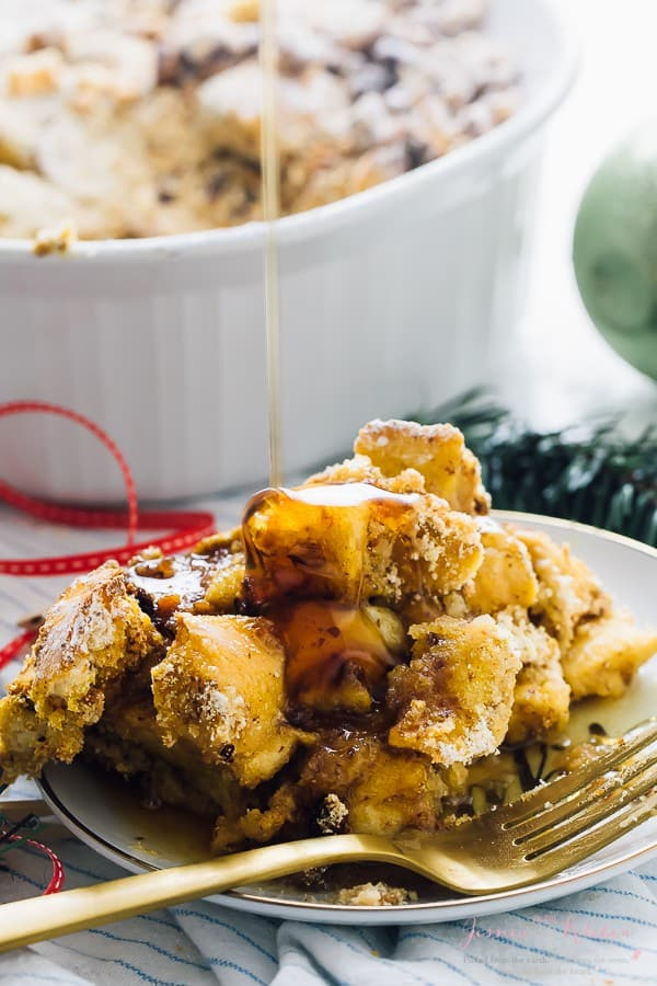 This Overnight French Toast Casserole is always a complete hit! It's vegan, takes 15 minutes of prep and each bite is loaded with deliciousness! via https://jessicainthekitchen.com
