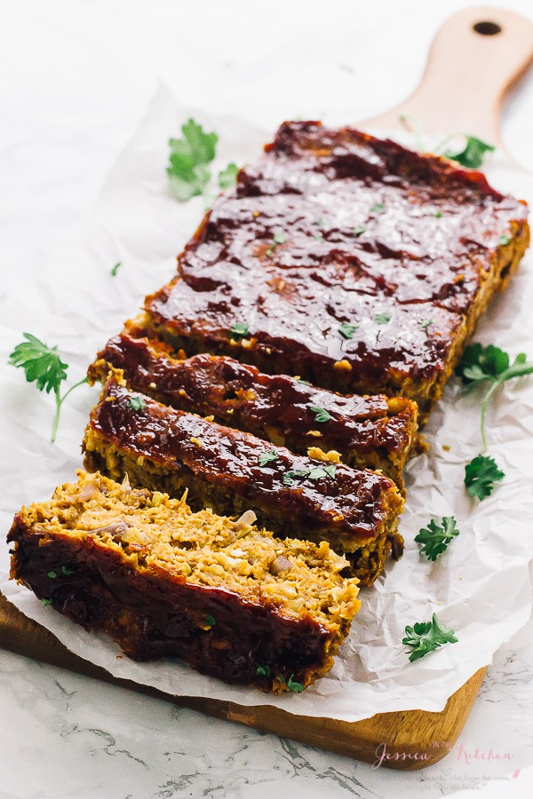 This Vegan Meatloaf is the perfect quick and easy dinner recipe! It's made with chickpeas and lentils, tastes delicious, is gluten free and healthy!