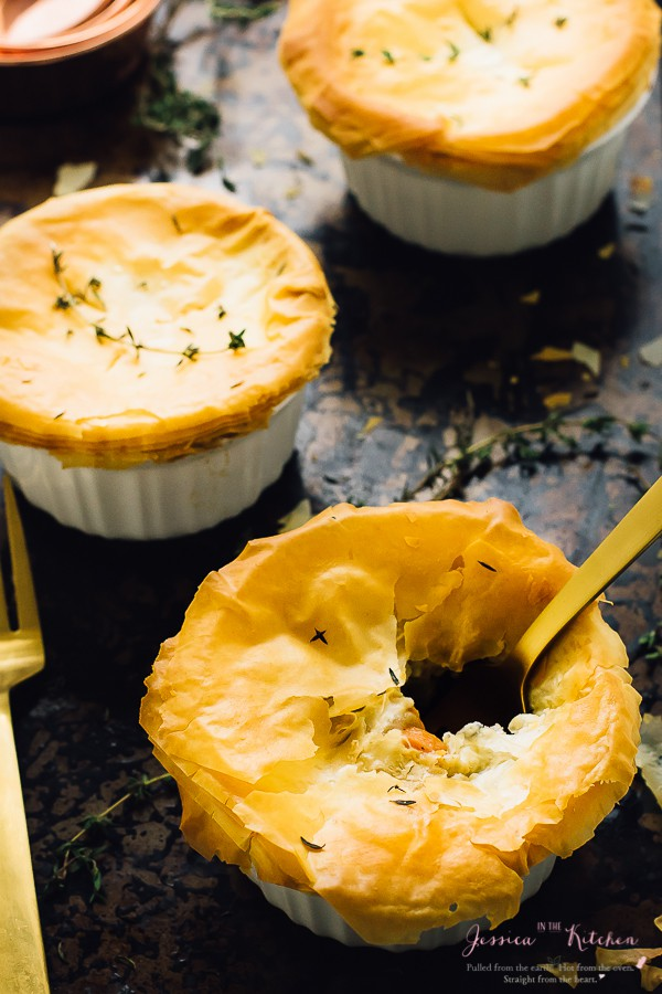 This Vegan Pot Pie are gluten free and are done in less than an hour! They are loaded with only healthy, delicious and filling ingredients! https://jessicainthekitchen.com
