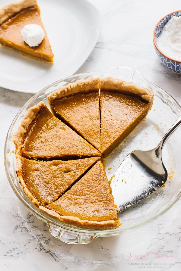 This Gluten Free Vegan Pie Crust is made with just 6 ingredients (including coconut oil) and works with ANY pie! All natural, easy ingredients and bakes perfectly into a light flaky crust! via https://jessicainthekitchen.com