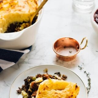 This Vegan Shepherd's Pie is the ultimate healthy comfort dish! It's made with mushrooms and lentils, is very filling and is so incredibly easy to make! via https://jessicainthekitchen.com