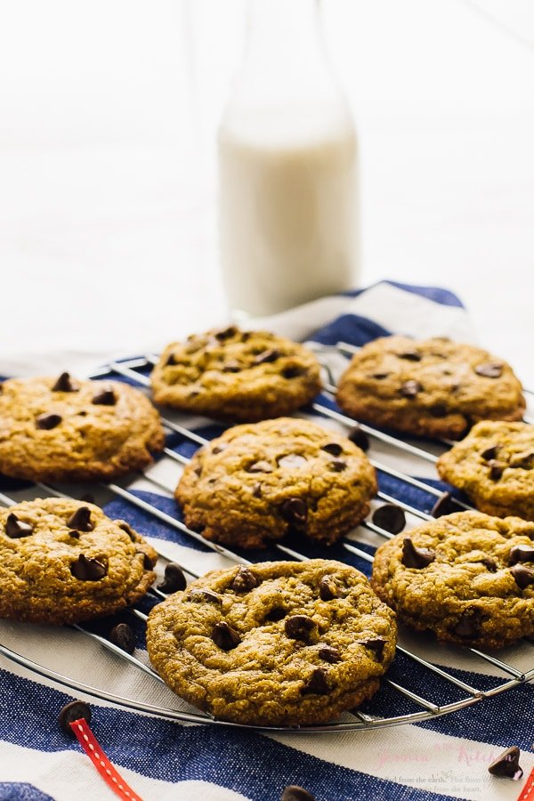 These soft batch Vegan Chocolate Chip Cookies are BEYOND divine! They are made in just one bowl, are deliciously soft, slightly chewy and loaded with chocolate in every bite! via https://jessicainthekitchen.com