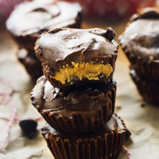 These Vegan Peanut Butter Cups are a healthier,r homemade version of your favourite store-bought peanut butter cups! They are just as divine, and are gluten free and vegan! via https://jessicainthekitchen.com