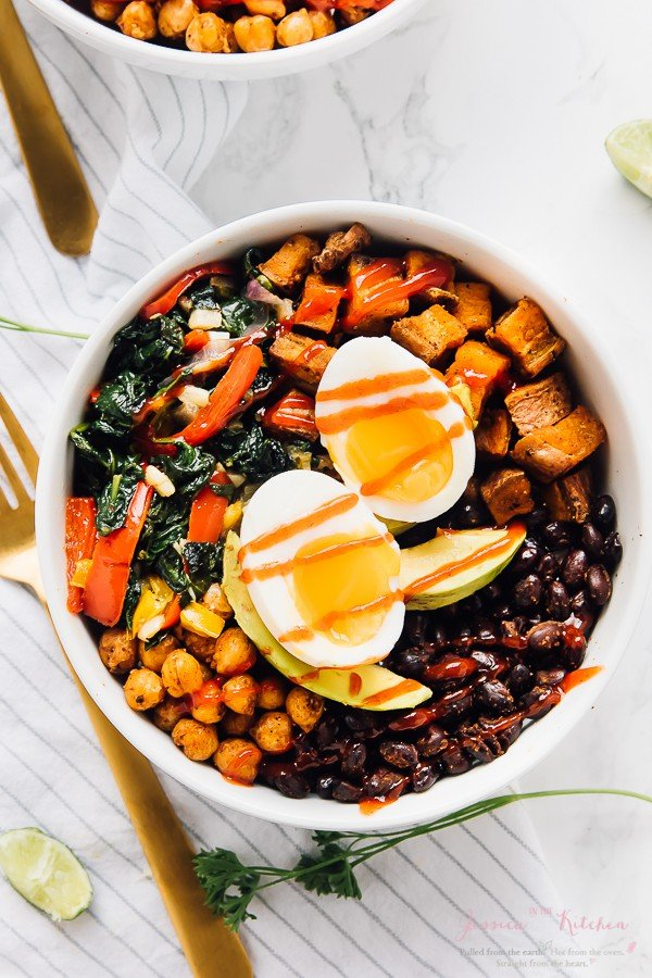 This Breakfast Bowl is loaded with healthy delicious veggies, is packed with protein, healthy fats to keep you full all morning long! Loaded with roasted sweet potatoes, black beans, avocado slices, and sautéed spinach. via jessicainthekitchen.com