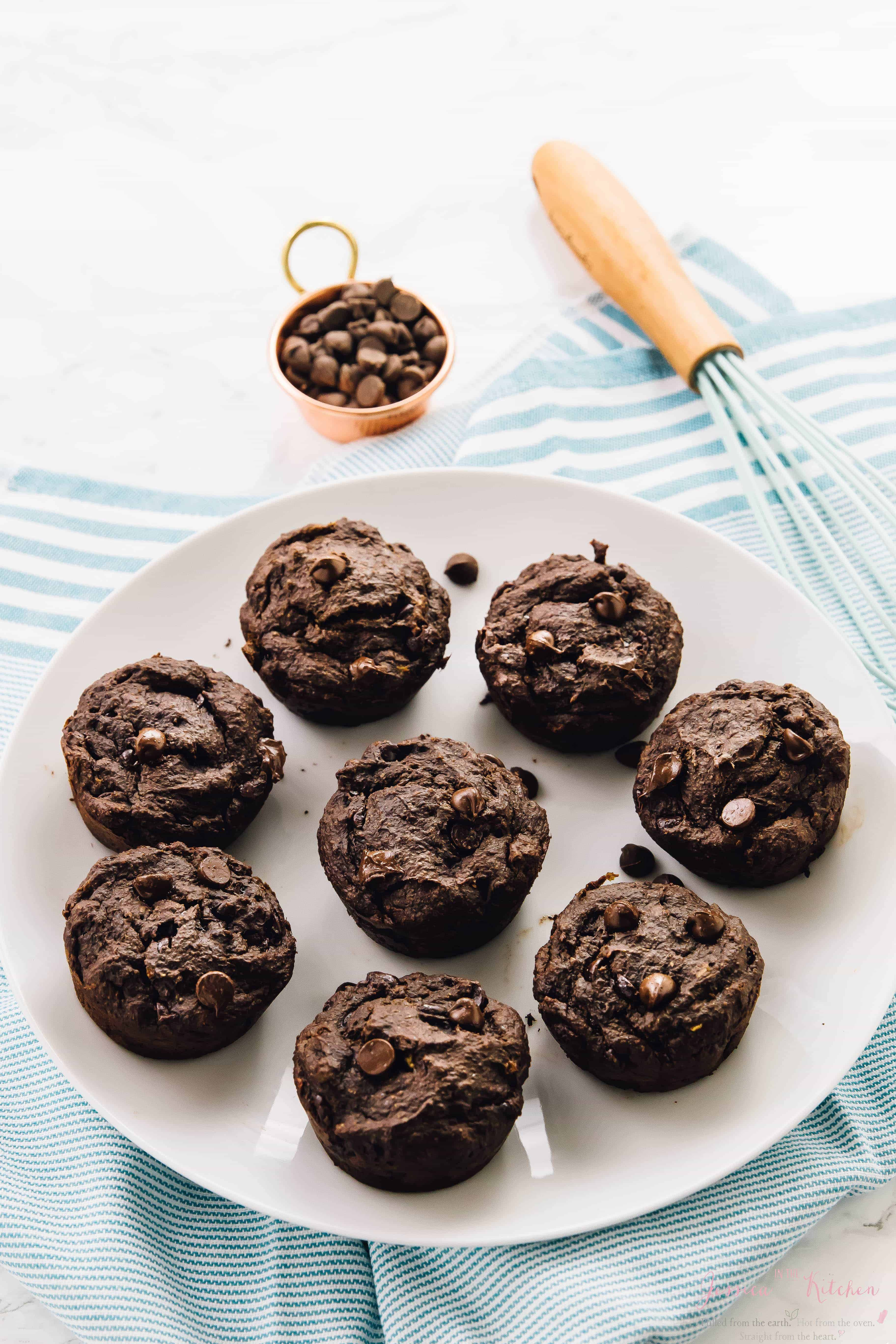 These Double Chocolate Banana Muffins are BURSTING with chocolate flavour! They are moist, soft and light, and taste absolutely delectable! via jessicainthekitchen.com
