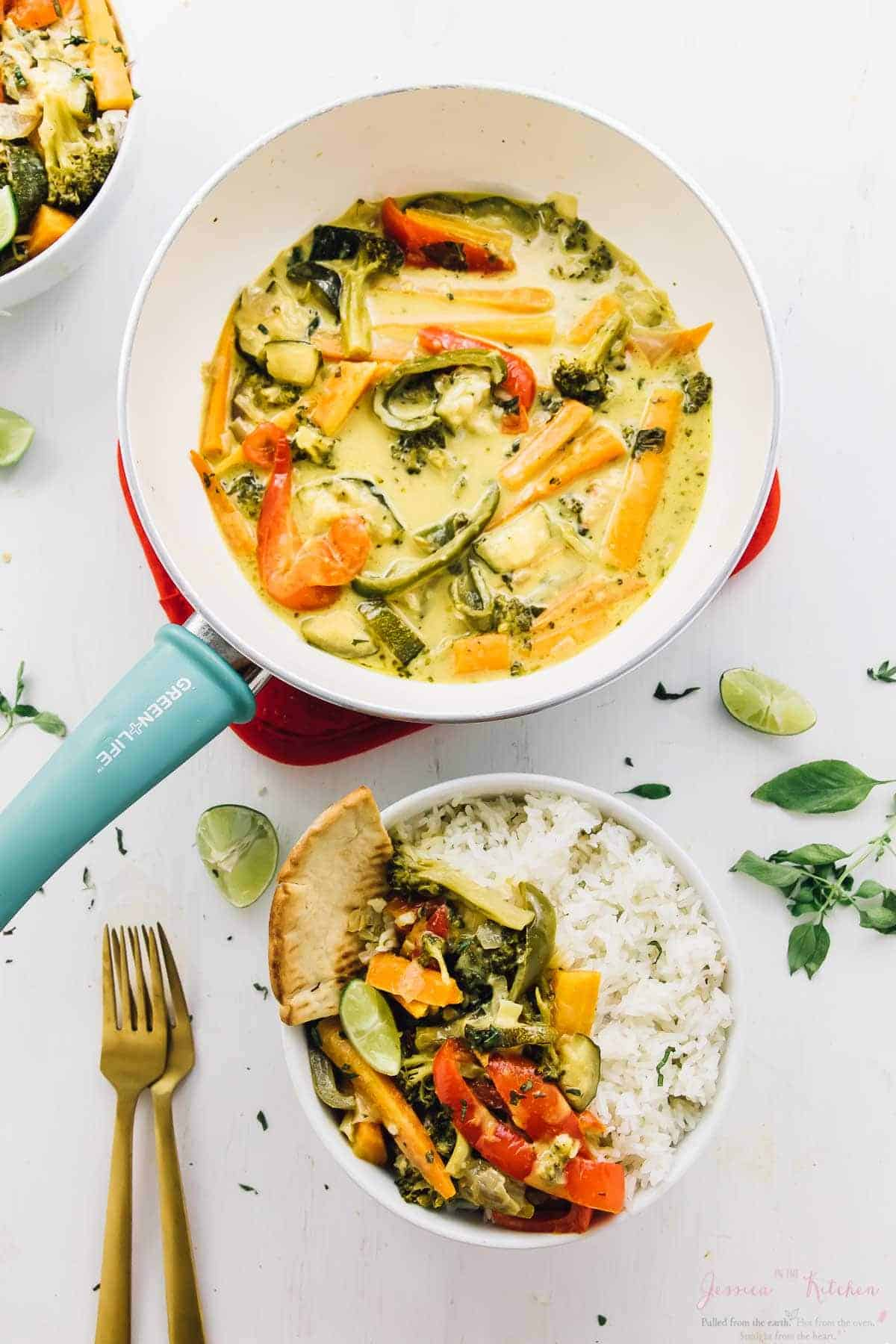 This Thai Green Curry takes only 15 minutes of prep time! All it takes is one pot, it's loaded with rich flavours, and is bound to be a crowd pleaser! via https://jessicainthekitchen.com