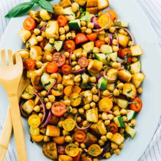 This Chickpea Panzanella Salad is made with only ingredients and is SO addictive! It's perfect for any get togethers, parties or even a delicious lunch or dinner! via https://jessicainthekitchen.com
