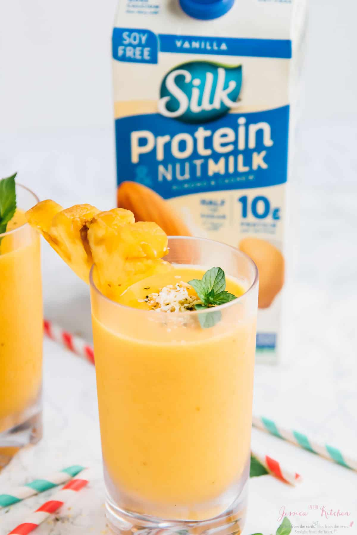 These Pineapple Peach Smoothies are made with only 4 ingredients! They're creamy, refreshing and vegan! via https://jessicainthekitchen.com
