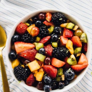 This beautifulRainbow Fruit Salad with Maple Lime Dressing is loaded with so much delicious fruit flavour! It's a perfect quick snack and is vegan! via http://jessicainthekitchen.com