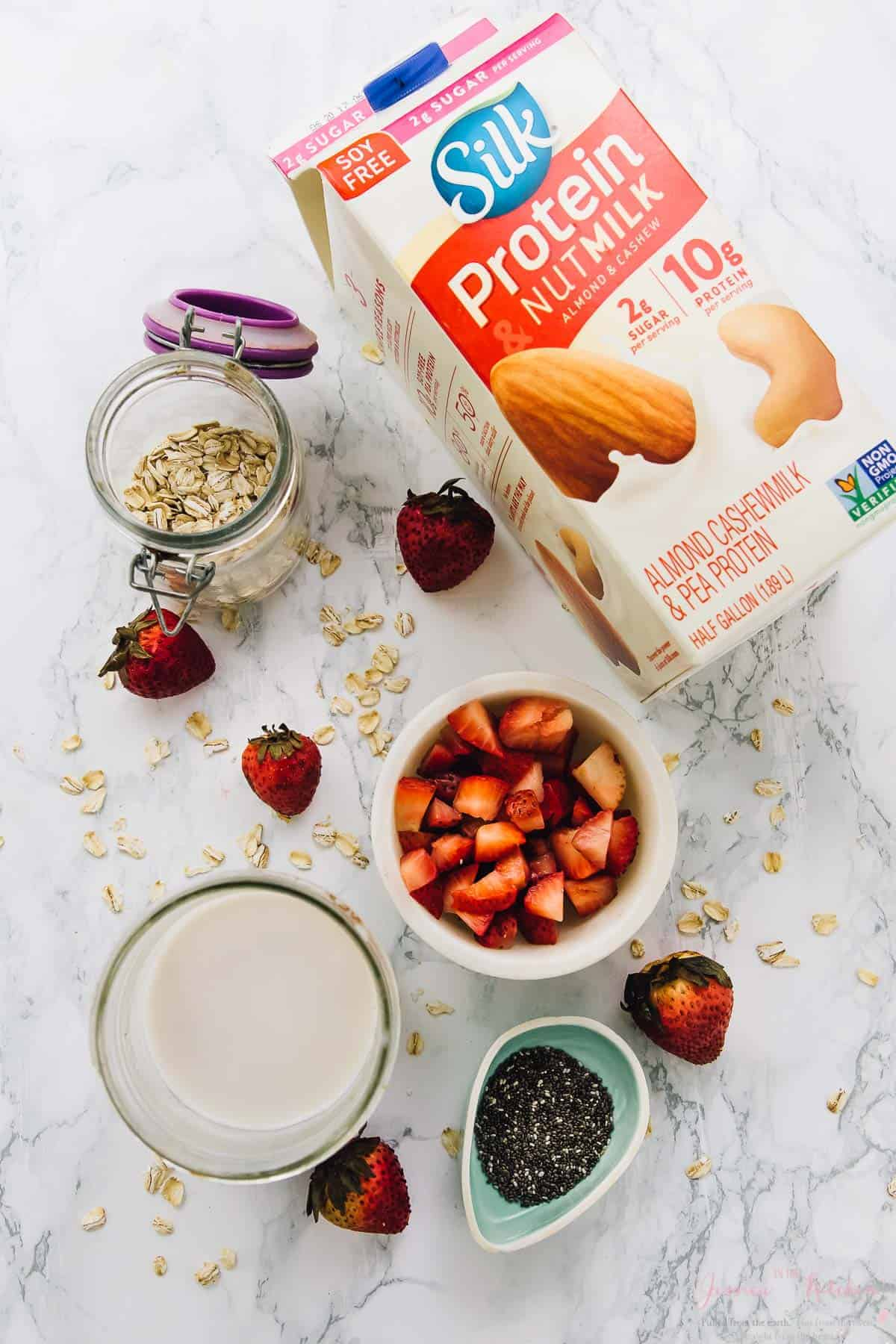 These Strawberry Coconut Overnight Oats are the easiest breakfast ever! They require only 5 minutes of prep and are delicious, filling and so nutritious! They are perfect for meal prep! via https://jessicainthekitchen.com