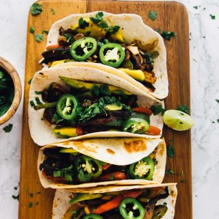 These 30-Minute Vegan Portobello Fajitas are done in just 30 minutes! They're packed with so much flavour, and can also be made on the grill - perfect for summer! via http://jessicainthekitchen.com