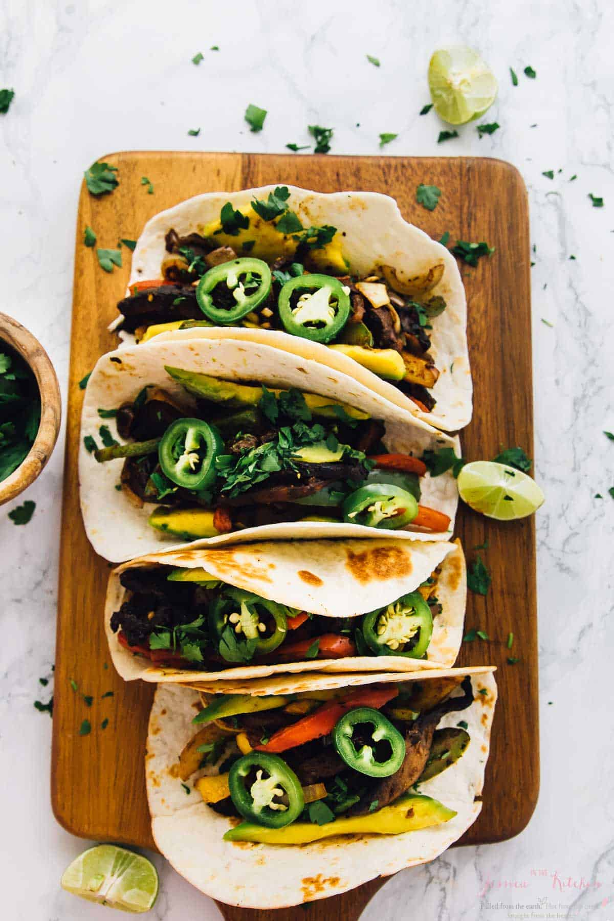 These 30-Minute Vegan Portobello Fajitas are done in just 30 minutes! They're packed with so much flavour, and can also be made on the grill - perfect for summer! via https://jessicainthekitchen.com