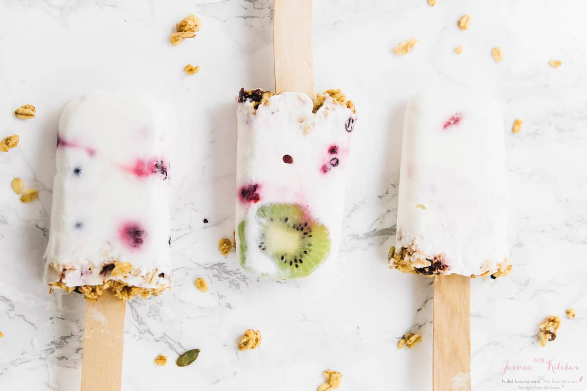 Want something to cool you down? TheseVegan Yogurt Parfait Breakfast Popsicles are perfect for a breakfast on the go, or a quick and easy summer treat to cool you down! Great for kids! via https://jessicainthekitchen.com