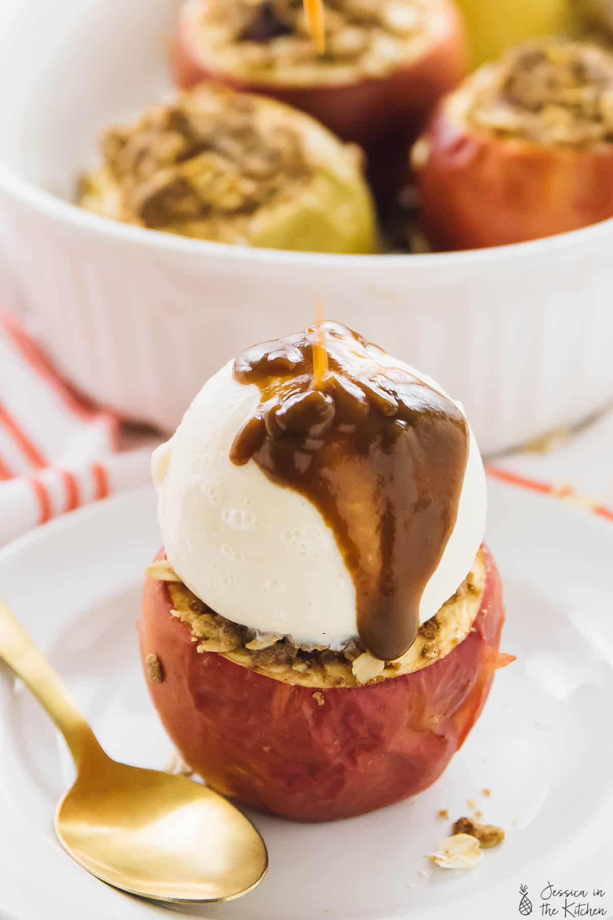 These Baked Apples are perfect for fall and anytime you want a delicious and easy dessert! It's stuffed with a warm, crunchy yet soft cinnamon oat crisp! via https://jessicainthekitchen.com