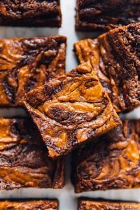 TheseVegan Pumpkin Cheesecake Swirl Brownies will amaze your tastebuds and your guests!! They taste fantastic and are so easy to make! via https://jessicainthekitchen.com