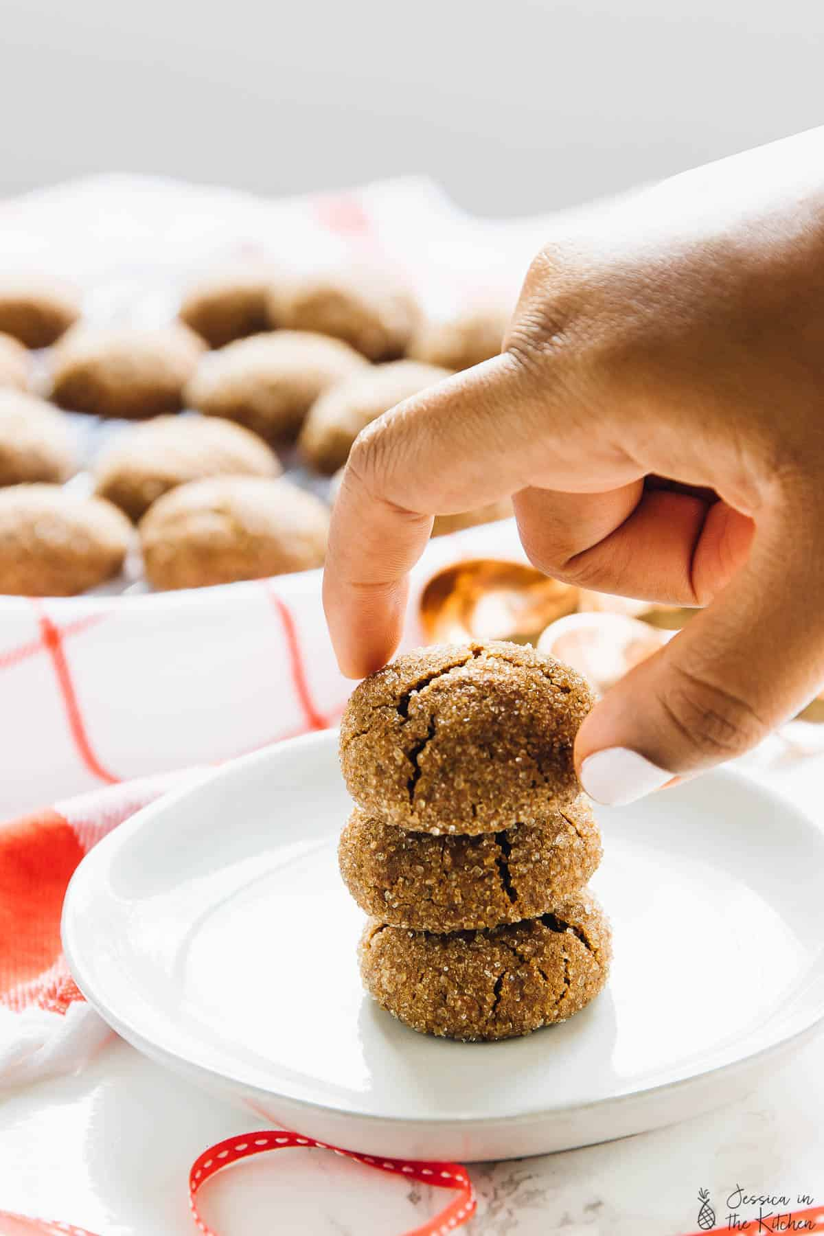 These Soft Chewy Gingersnap Molasses Cookies are a MUST make for the holidays! They are vegan, gluten free & made with unrefined ingredients! P.S. You can't eat just one!! via https://jessicainthekitchen.com