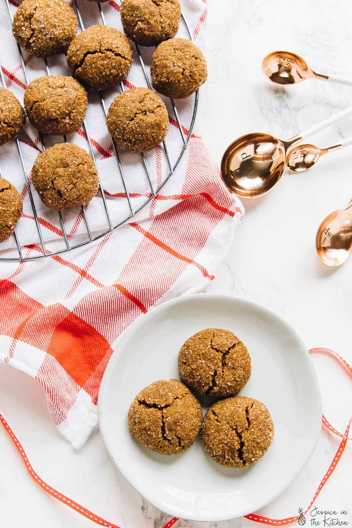 Top down view of molasses cookies on a wire rack.