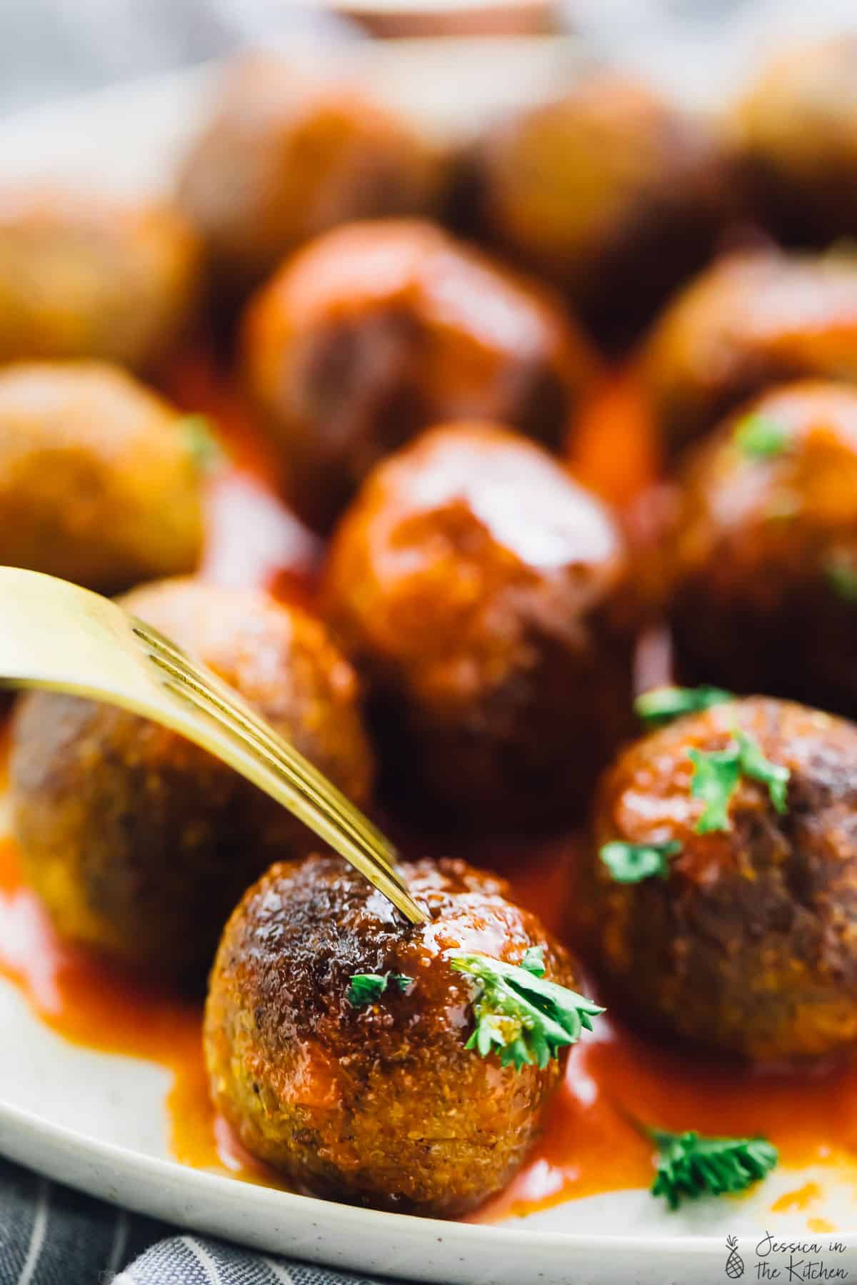 These Buffalo Quinoa Cauliflower Vegan Meatballs will be a HIT at your next party! They are incredibly easy to make, coated in buffalo sauce and so meal preppable! via https://jessicainthekitchen.com