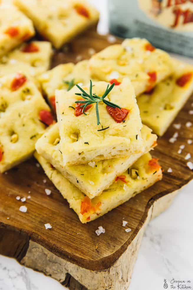 This Gluten Free Focaccia Bread has the perfect texture and taste! It's flavour is made even better with roasted garlic, rosemary and tomatoes! Great for easy bread making, to go with soups and to make sandwiches!! via https://jessicainthekitchen.com