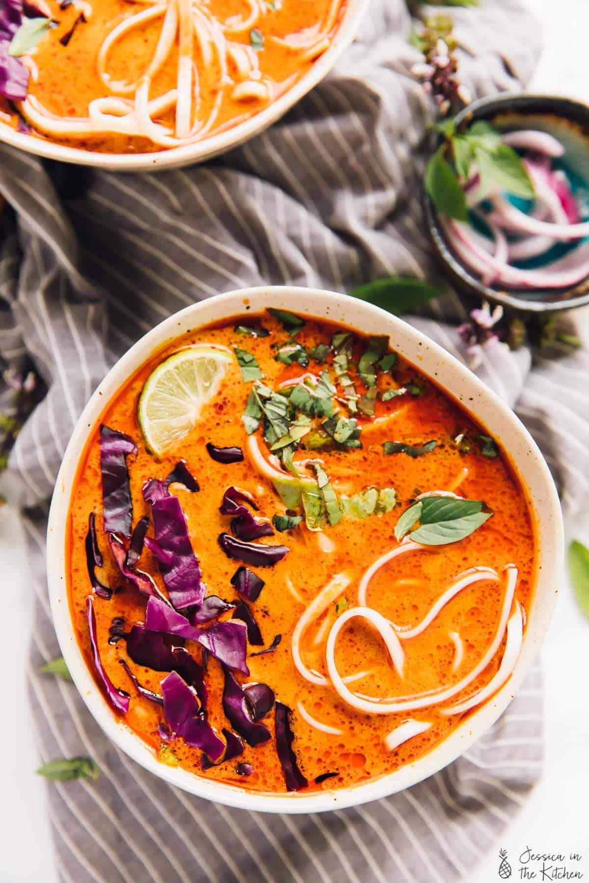 This Vegan Coconut Curry Soup is loaded with lots of divine Thai flavours and is so delicious! It takes only about 35 minutes from start to finish! via https://jessicainthekitchen.com