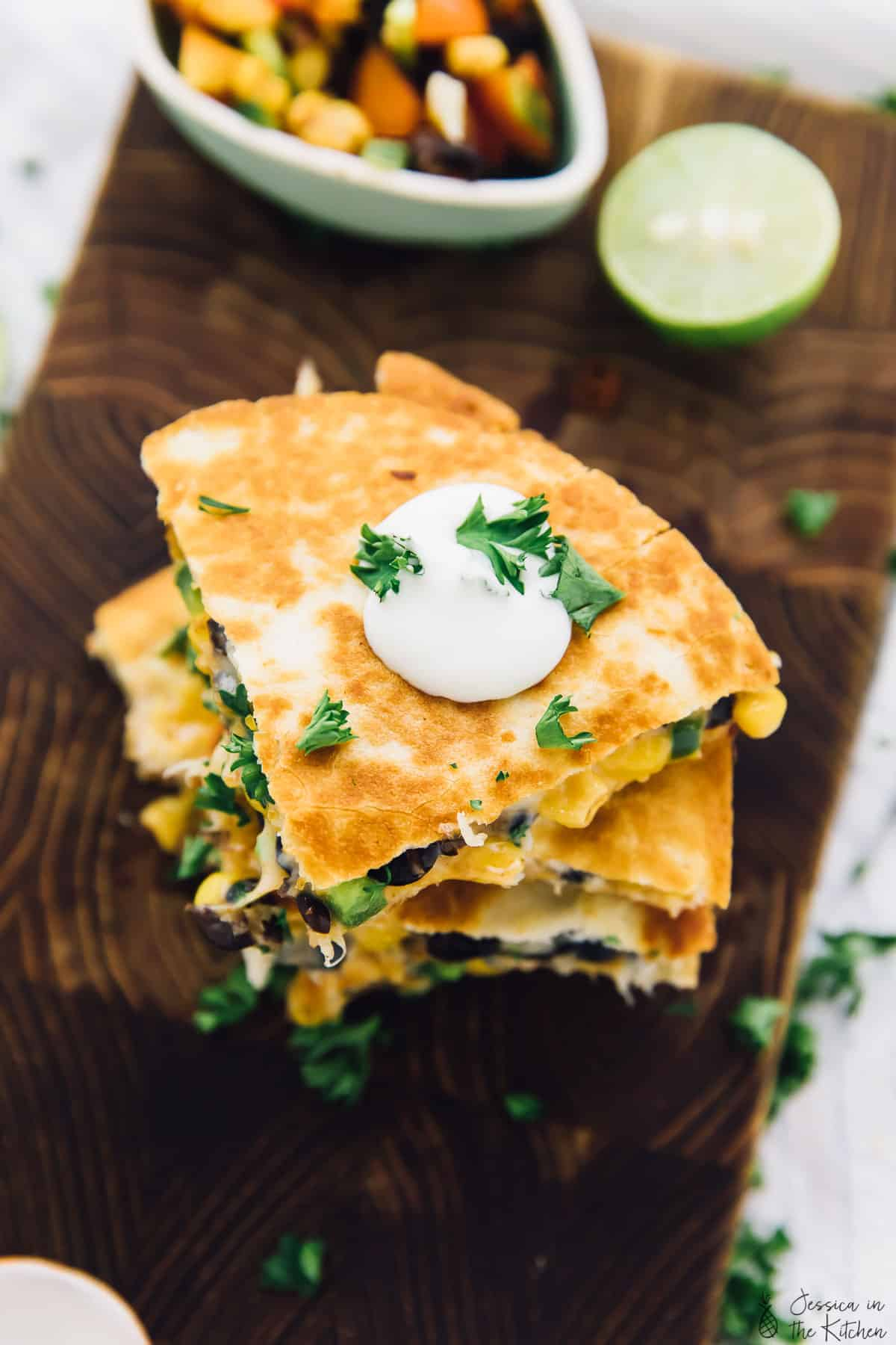 These 15 Minute Black Bean and Corn Quesadillas are so perfect for a quick weeknight dinner! They come together incredibly quick and are so flavourful! via https://jessicainthekitchen.com