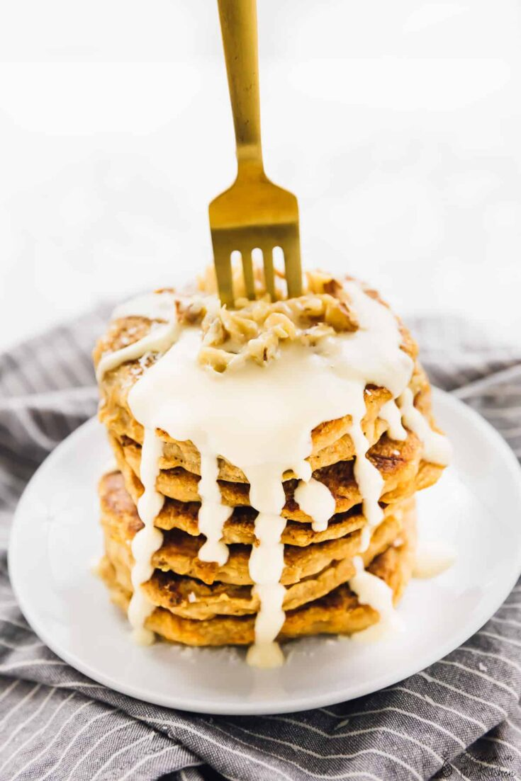 These Vegan Carrot Cake Pancakes are like eating carrot cake for breakfast!! They're gluten free, meal preppable and topped with a divine vegan maple cream cheese drizzle! via https://jessicainthekitchen.com