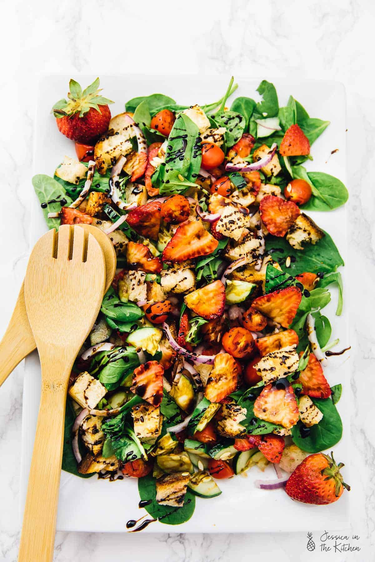 This Strawberry Panzanella Salad is made with only 6 main ingredients and is SO delicious! It's perfect for any get togethers, parties or even a delicious lunch or dinner! ALL of its ingredients and tools are from @Walmart! via https://jessicainthekitchen.com #sponsored #eatlocallygrown #savorsummer #vegan #glutenfree #panzanellasalad #vegansalad #panzanella #vegetarian #memorialday #summer #spring #easyrecipes