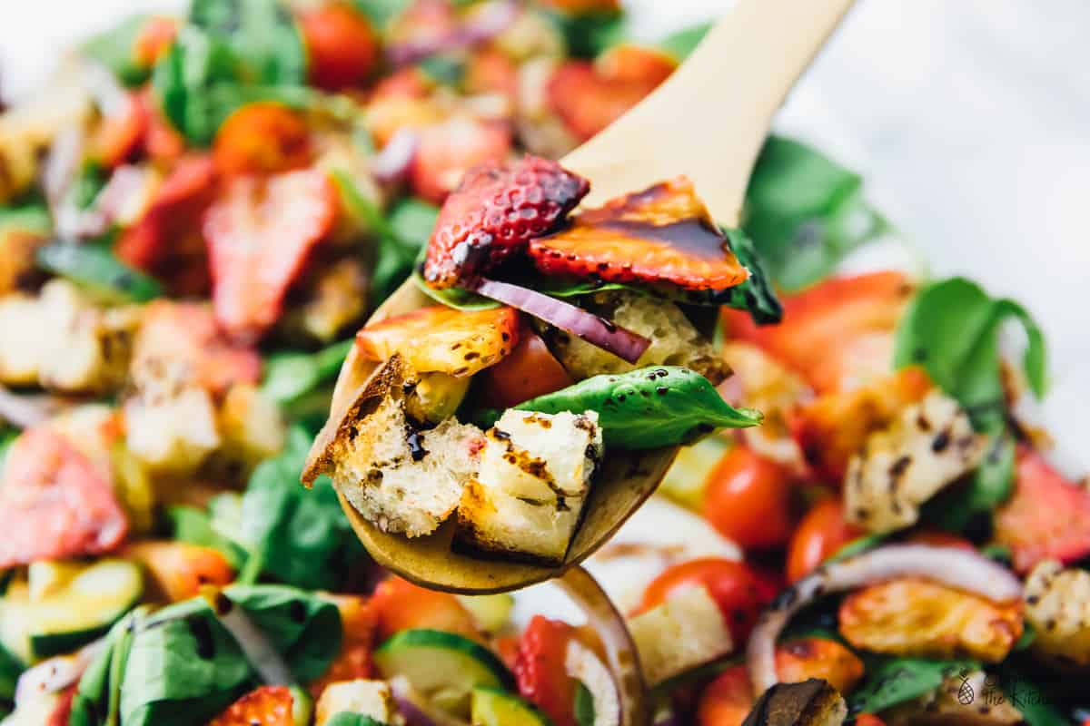 This Strawberry Panzanella Salad is made with only 6 main ingredients and is SO delicious! It's perfect for any get togethers, parties or even a delicious lunch or dinner! via https://jessicainthekitchen.com #sponsored #eatlocallygrown #savorsummer #vegan #glutenfree #panzanellasalad #vegansalad #panzanella #vegetarian #memorialday #summer #spring #easyrecipes