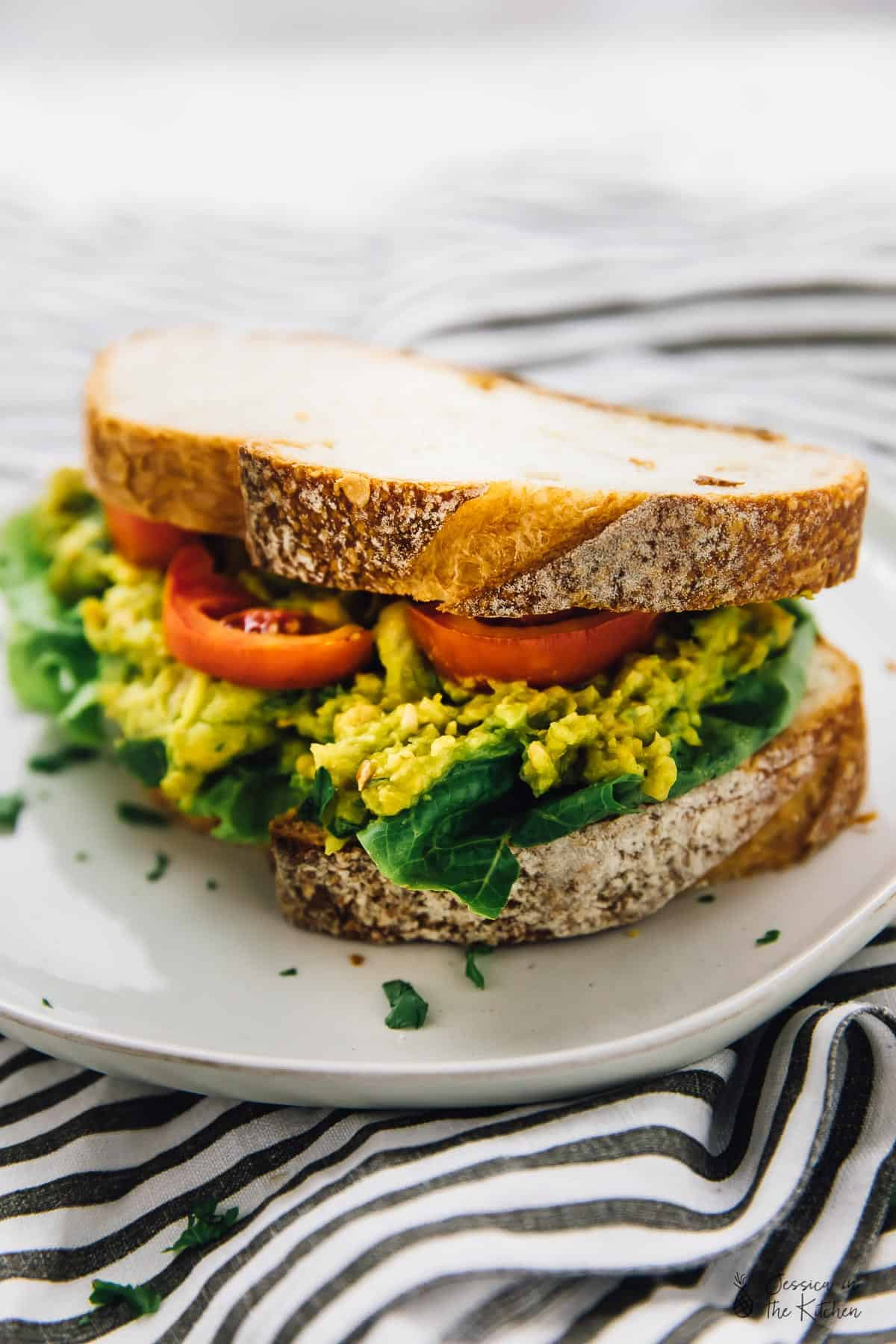 This Smashed Chickpea Avocado Sandwich is loaded with so much delicious flavour! It's super easy to meal prep and is great for back to school or work lunches! via https://jessicainthekitchen.com #vegan #lunch #backtoschool