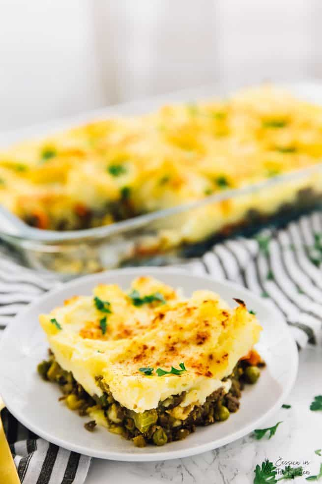 This Vegan Shepherd's Pie will be the beautiful centre piece of any table! Loaded with a flavourful lentil filling and a buttery mashed potato topping, it's a definite crowd pleaser! via https://jessicainthekitchen.com