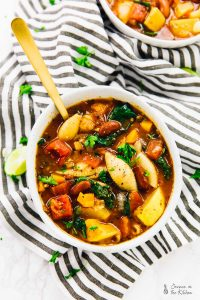This One Pot Hearty Minestrone Soup is the best soup I have EVER had. It's hearty, healthy and so good for you! It's super customizable and very affordable. via https://jessicainthekitchen.com