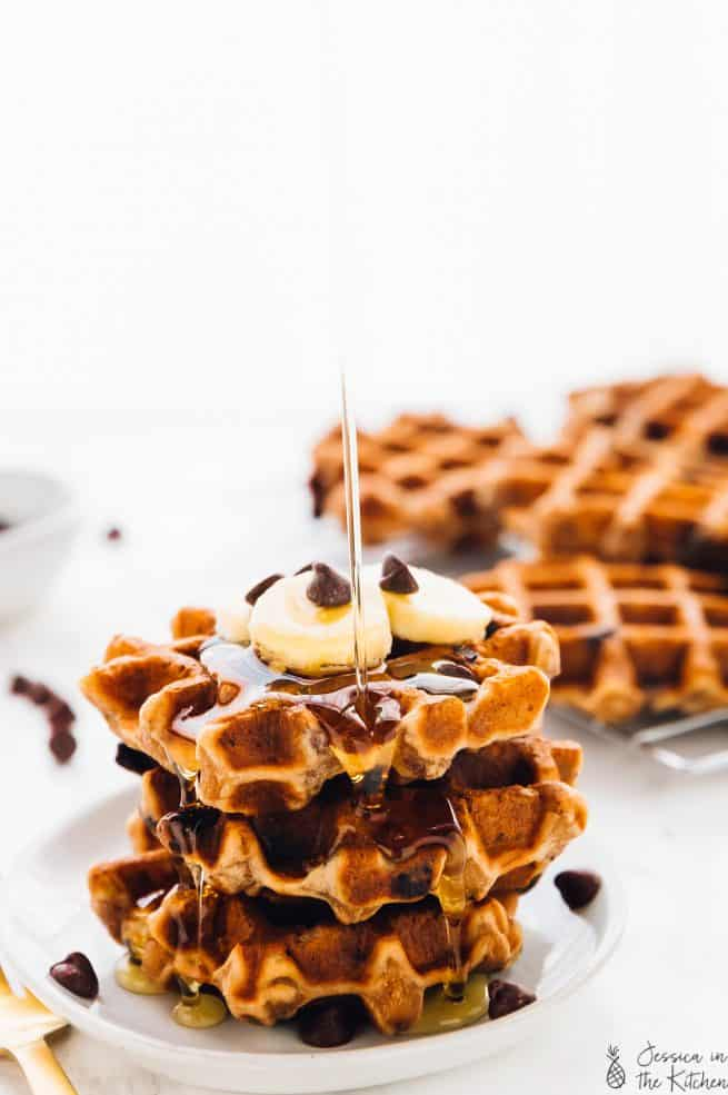 These Banana Bread Waffles are like having dessert for breakfast, but healthy! They're sweetened with bananas, gluten free and are so meal preppable! via https://jessicainthekitchen.com