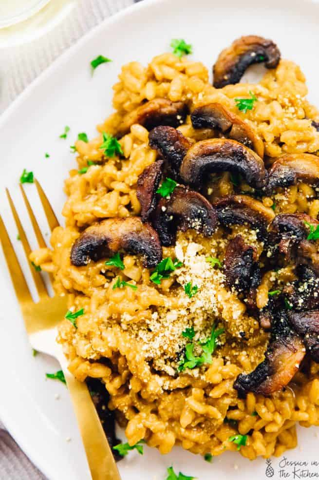 This Creamy Mushroom Risotto is the ultimate comfort dish! It's so much easier than it seems. Vegan, gluten free, hearty & straight forward - you'll be making this divine meal very often!  via https://jessicainthekitchen.com
