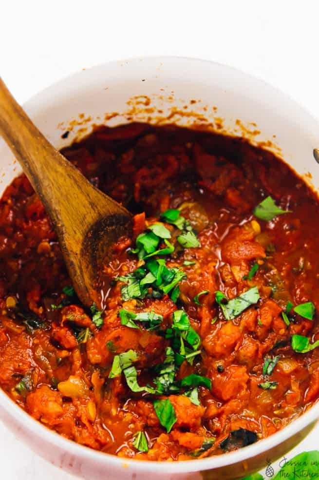 Spicy Arrabbiata Sauce is about to be your new favourite tomato sauce! It has only 8 ingredients, so much incredible depth in flavour and is so versatile!  via https://jessicainthekitchen.com