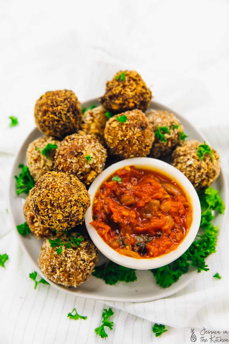 Arancini are delicious fried rice balls! They are stuffed with warm gooey vegan mozzarella and served with a mouthwatering arrabbiata sauce & perfect for appetisers! There's also an option to make them in your air fryer!  via https://jessicainthekitchen.com